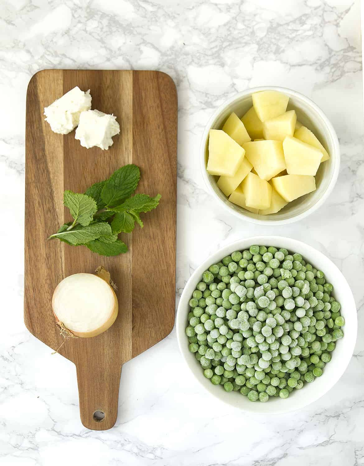 This detox, vibrant and easy pea and mint soup is creamy and delicious, packed with nutrients and ready in no time. It's a great and inexpensive last minute meal, comforting and healthy.