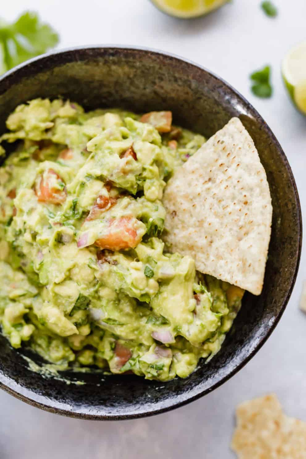 BEST GUACAMOLE RECIPE by Salt & Baker: these delicious and easy veganappetizers are what you'll need for your Christmas feast. The most incredible, healthy and inexpensive party food perfect to please a crowd!