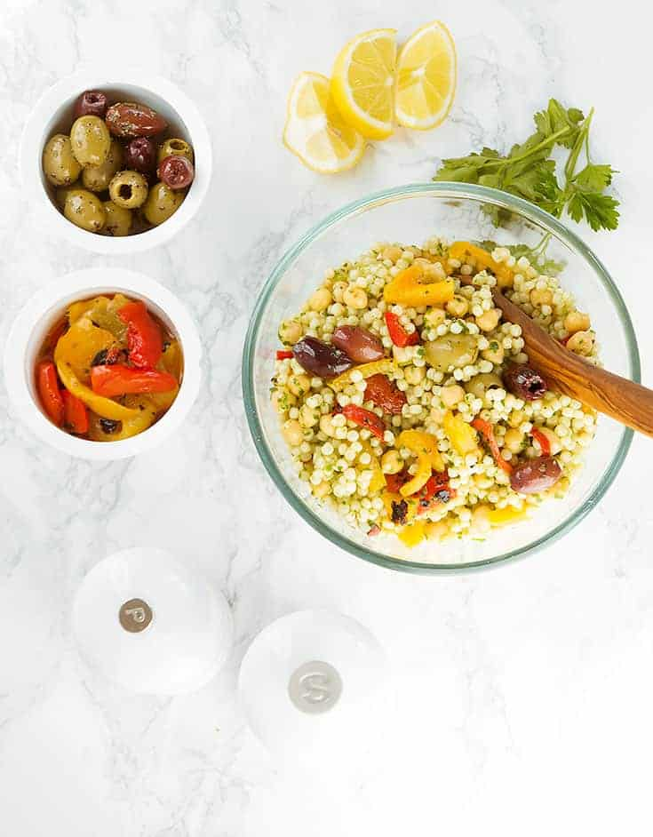 This colorful and vegan Israeli couscous salad with chickpeas is packed with deliciousness, protein and amazing fresh flavors. Plus, it's ready in 15 minutes and makes an irresistible and nutritious meal prep lunch!