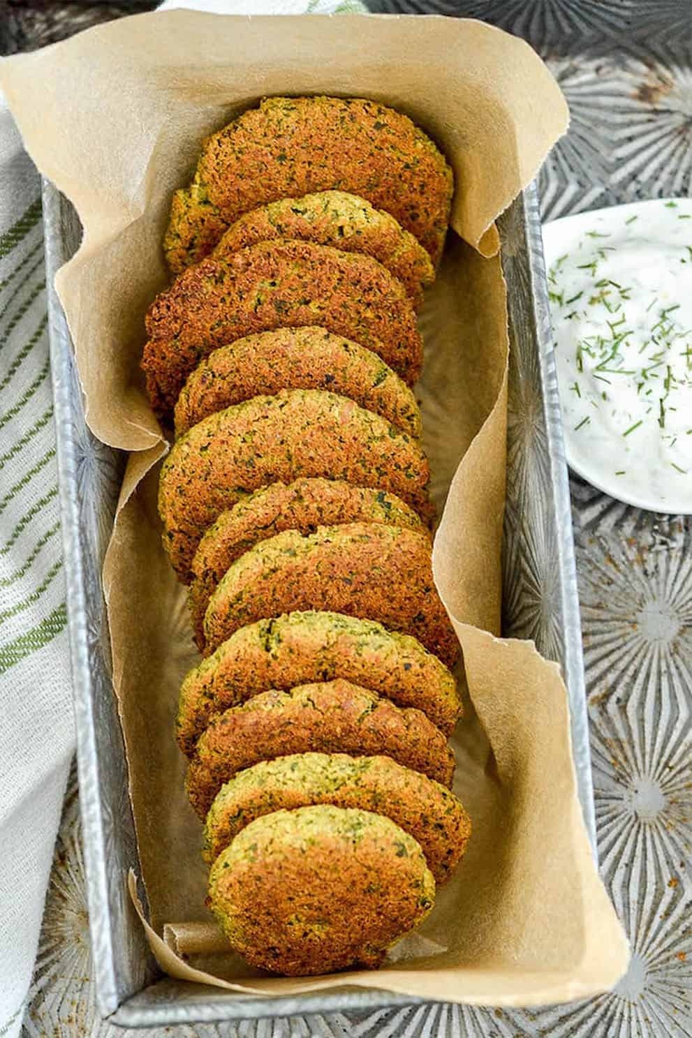 VEGAN BAKED FALAFEL (GLUTEN FREE) BY Joy Food Sunshine: these delicious, easy and vegan appetizers are perfect to please a crowd!