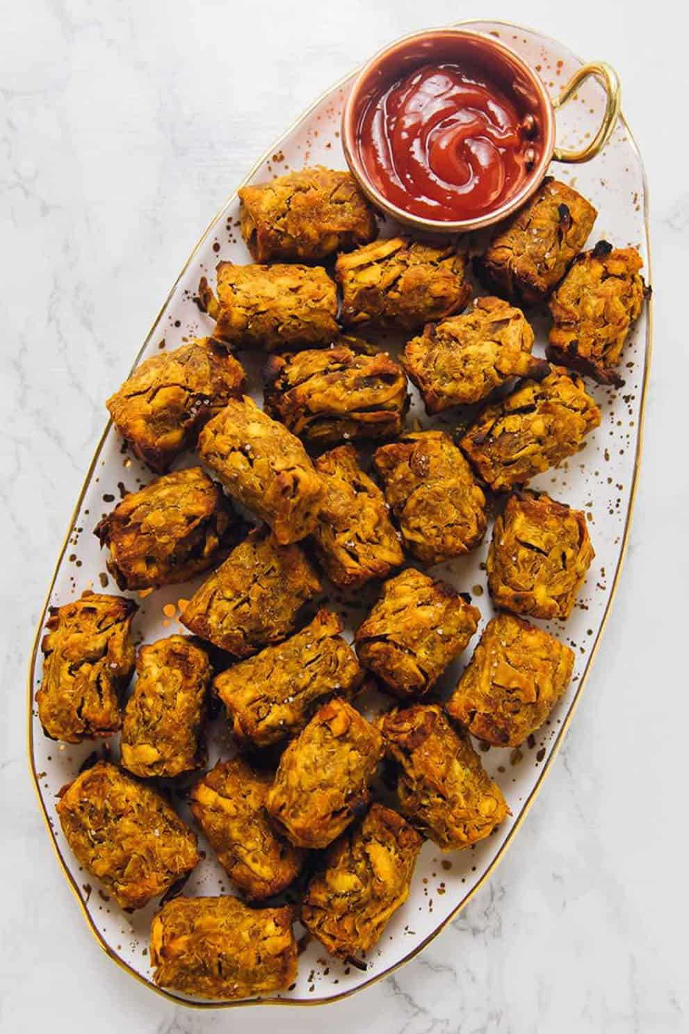 SWEET POTATO TATER TOTS (7 INGREDIENTS & VEGANby Jessica in the kitchen: these delicious, easy and vegan appetizers are perfect to please a crowd!