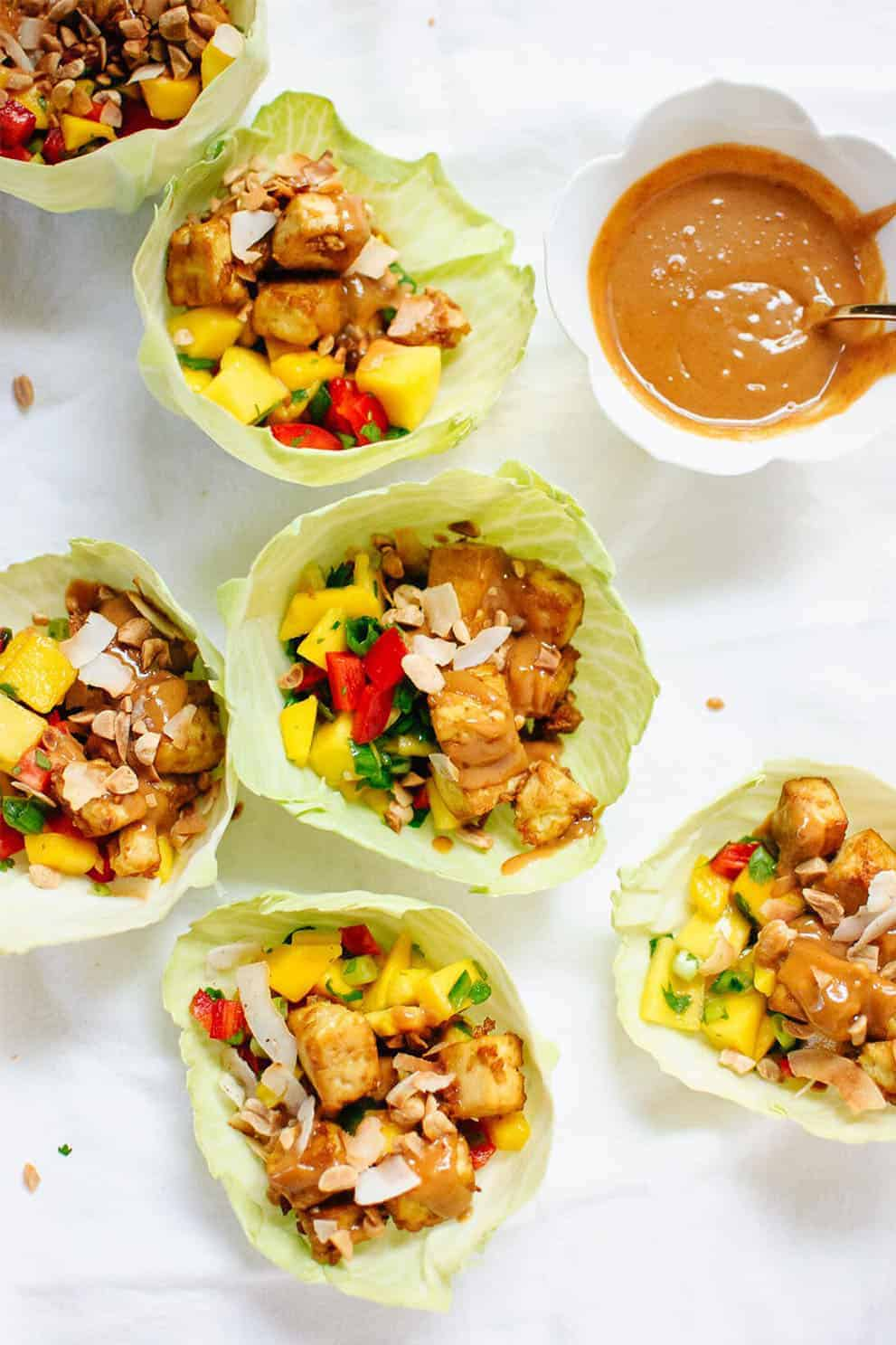 Thai Mango Cabbage Wraps with Crispy Tofu and Peanut Sauce by Cookie+Katie: these delicious, easy and vegan appetizers are perfect to please a crowd!