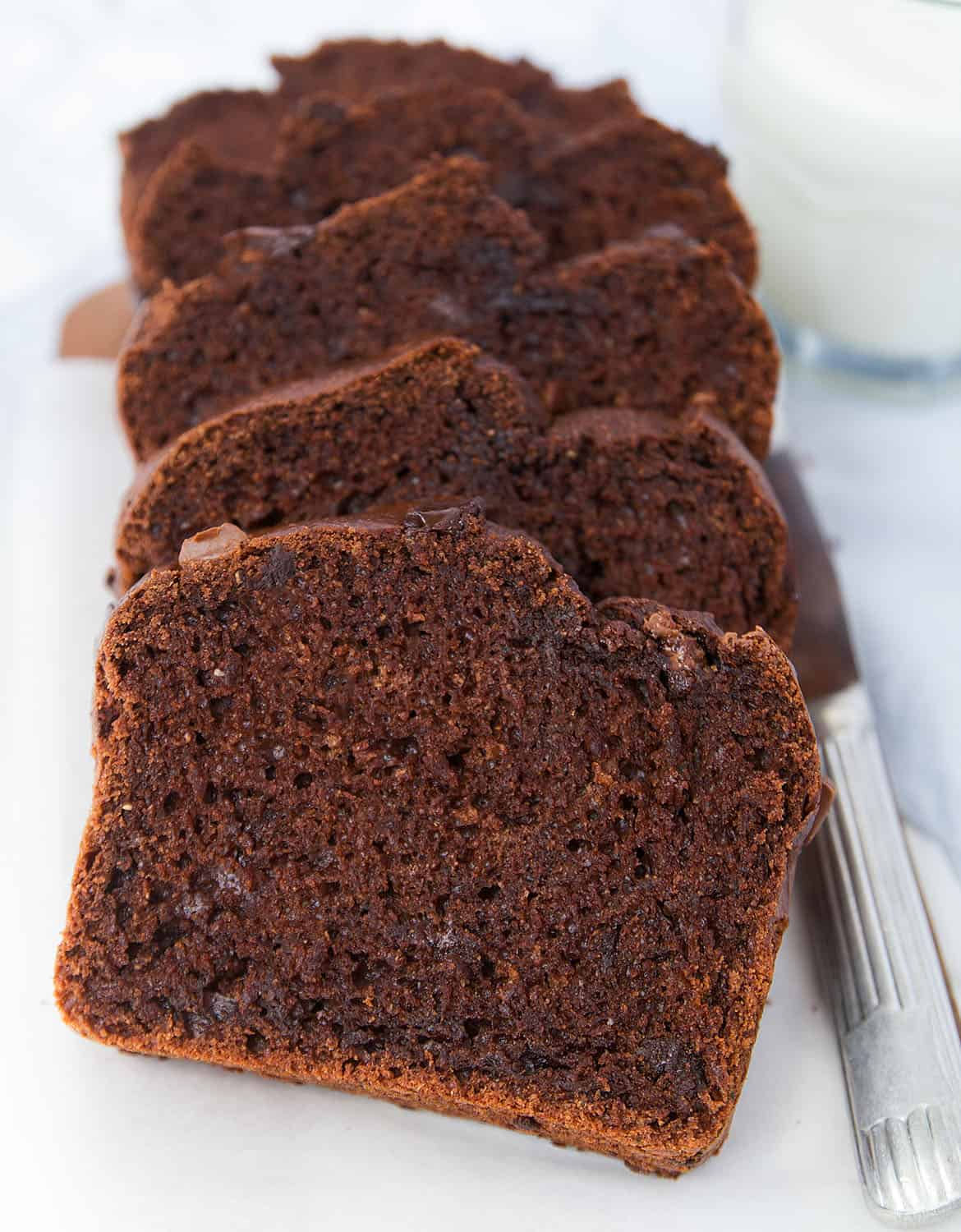 This healthy blender chocolate zucchini bread is low in sugar and packed with whole wheat flour andunsweetened cocoa powder. It's moist, chocolatey, loaded with nutrients and ready in no time.