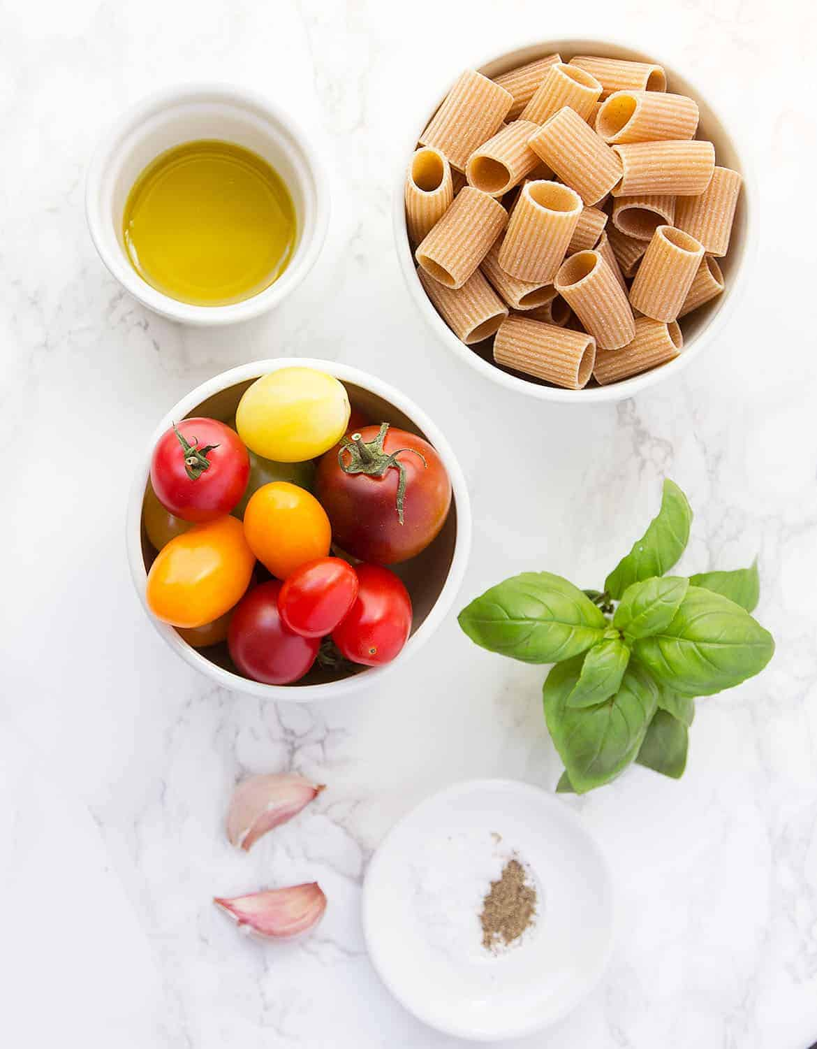 What you need to make a raw cherry tomato pasta.