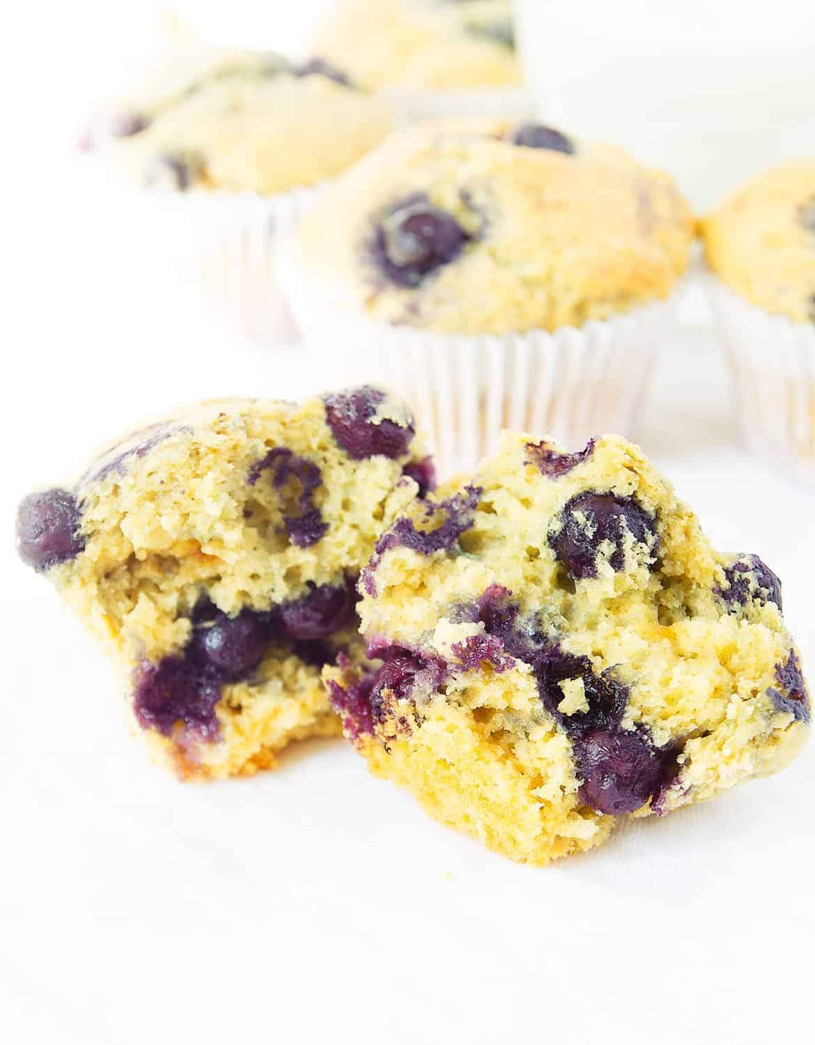 These fluffy and juicy lemon blueberry muffins are the perfect way to start your mornings, they make a great and healthy treat so easy to make from scratch!