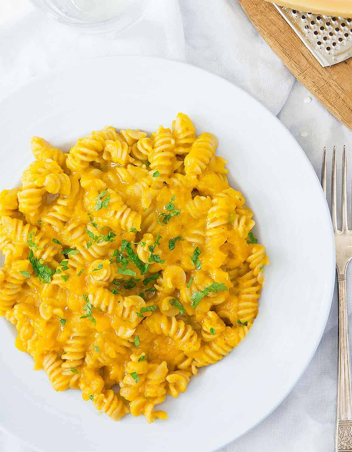 Pumpkin pasta on a light blue plate - The Clever Meal