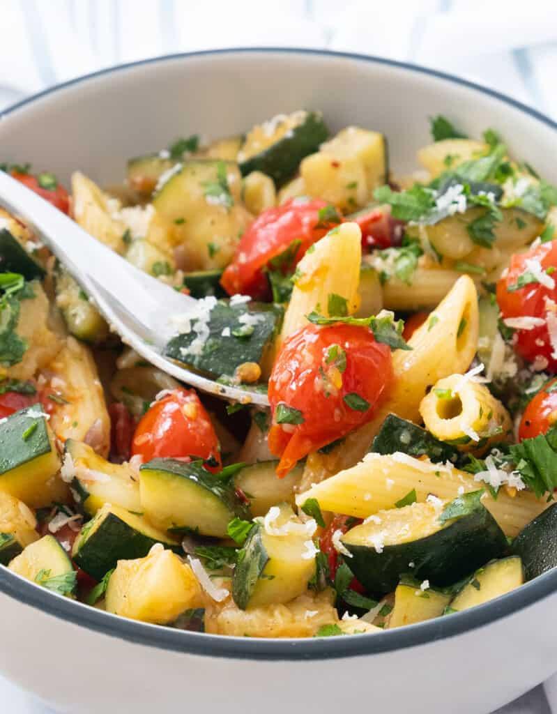 Close-up of a bowl full of this vegetarian pasta dish.